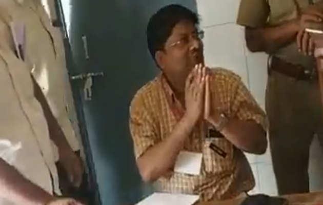 लोकसभा चुनाव: कानपुर देहात के एक बूथ पर चुनाव अधिकारी कथित तौर पर शराब पीकर पहुंचा