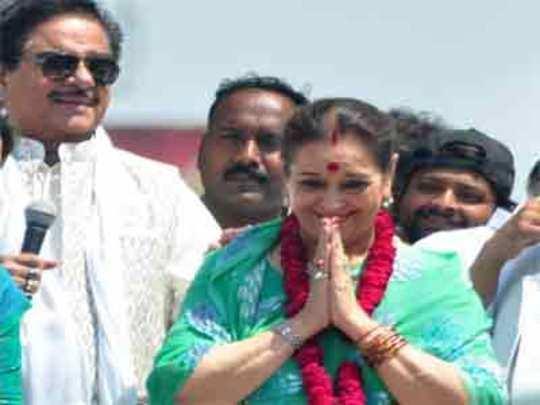 गृहमंत्र्यांविरोधात 'शत्रु'पत्नी!