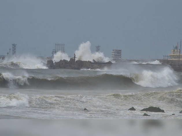 प्रचंड तूफान में बदला चक्रवात 'फोनी', अलर्ट पर तटरक्षक बल