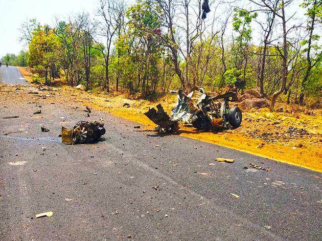 गढ़चिरौली में नक्सली हमले में जवानों की गाड़ी के परखच्चे उड़ गए