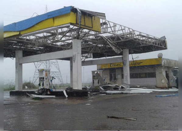 फोनी से तबाह हुआ पेट्रोल पंप