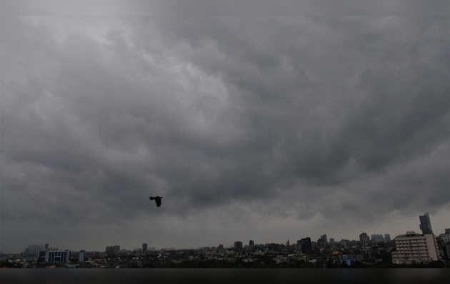 चक्रवाती तूफान फोनी पहुंचा पश्चिम बंगाल, उत्तर-पूर्व में आगे बढ़कर बांग्लादेश में होगा दाखिल