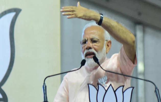 PM नरेंद्र मोदी को क्लीन चिट को लेकर चुनाव आयोग में मतभेद