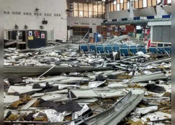 तूफान में तबाह भुवनेश्वर एयरपोर्ट