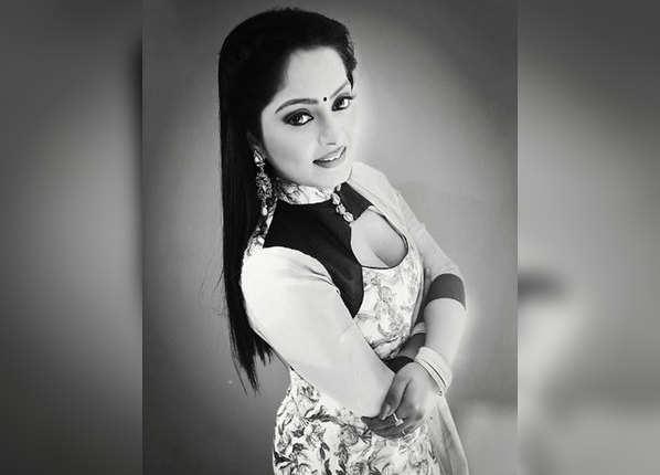 भोजपुरी फिल्म 'फौलाद' से किया डेब्यू