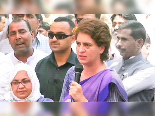 लोकसभा चुनाव: प्रियंका गांधी ने BJP पर लगाया अमेठी प्रधान को रिश्वत देने का आरोप