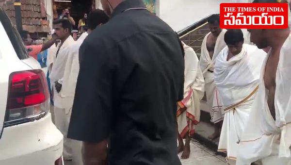 watch telangana cm kcr visits padmanabha swamy temple in kerala