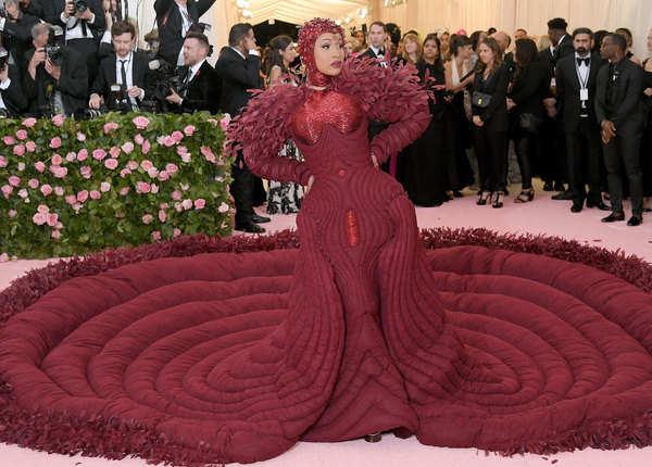 कार्डी बी का वजाइन ड्रेस भी चर्चा में