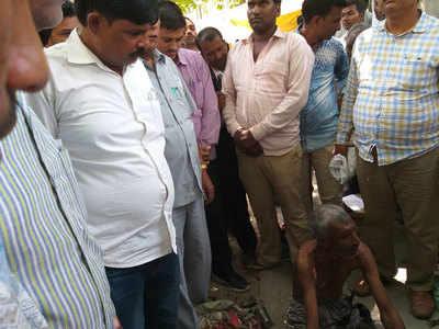 जौनपुर में एक शख्स ने किया आत्मदाह का प्रयास