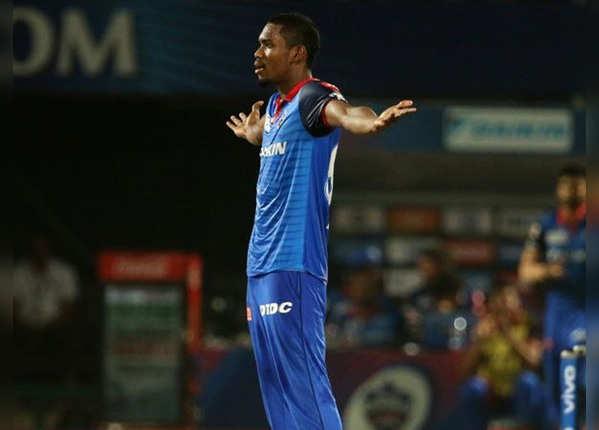 अंतिम ओवर में गिरे 3 विकेट