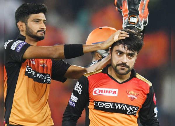 राशिद ने 1 ही ओवर में दिए 2 झटके