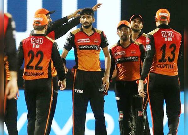 हैदराबाद के गेंदबाजों ने मैच बनाया रोमांचक