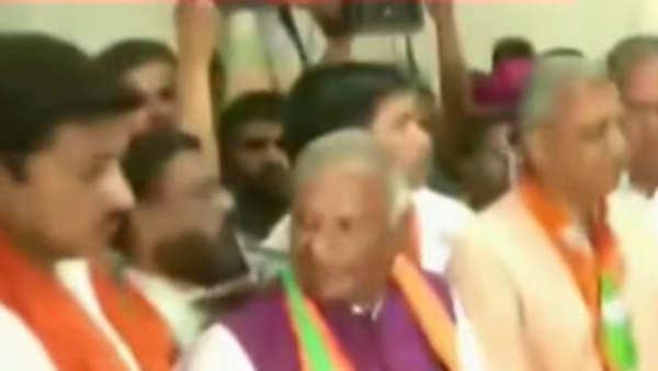 bjp leaders stage protest over alwar gangrape case