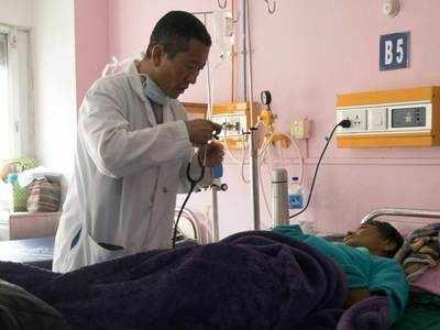 भूटान के पीएम लोटे शेरिंग हर शनिवार मरीजों का इलाज करते हैं