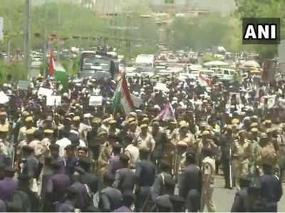जयपुर की सड़क पर भीम आर्मी के कार्यकर्ता