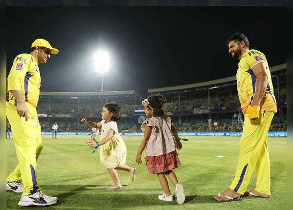 IPL फाइनल में एंट्री, धोनी और रैना की बेटियों ने मनाया 'जश्न'