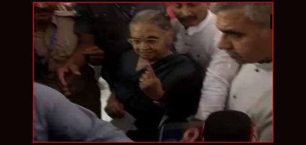 लोकसभा चुनाव 2019: शीला दीक्षित ने दिल्ली में किया मतदान
