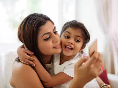 पैरंटिंग के लिए स्मार्टफोन यूज करती हैं मांएं