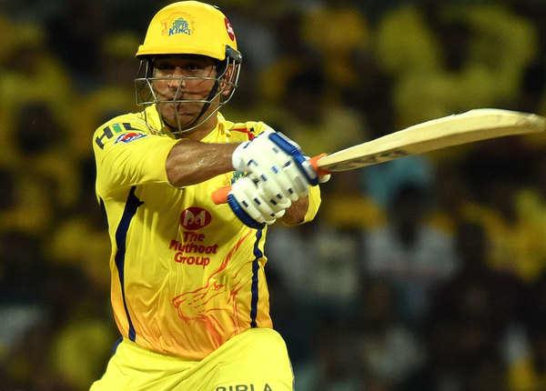 महेंद्र सिंह धोनी: मैच 15, रन 416, अर्धशतक 3, विकेटकीपिंग 16
