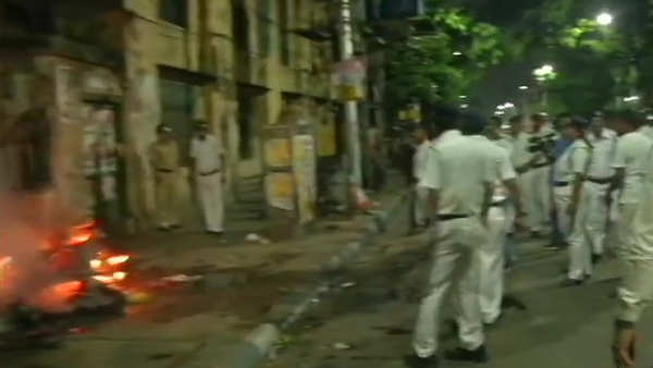 clashes break out during amit shahs roadshow in kolkata