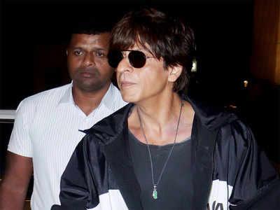 Image result for अपने फैन्स को निराश नहीं करते शाहरुख