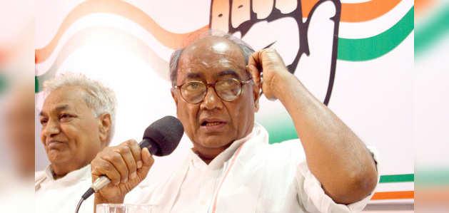 मणिशंकर की विवादित टिप्पणी के बाद, दिग्विजय सिंह ने PM मोदी को कहा 'नालायक'