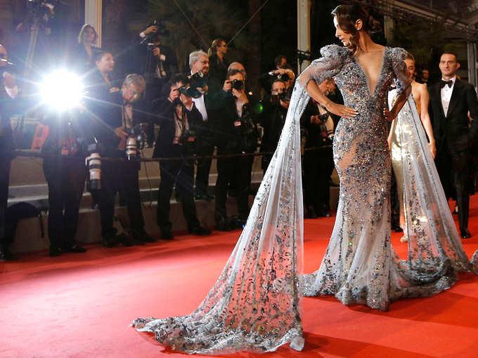 Cannes के रेड कार्पेट पर हिना ने बिखेरा जादू