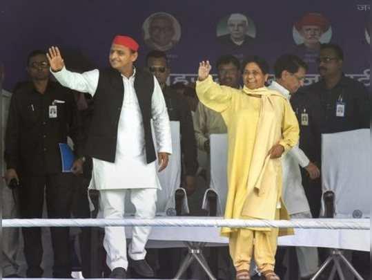 Varanasi: Bahujan Samajwadi Party chief Mayawati with Samajwadi Party chief Akhi...