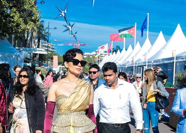 Cannes के रेड कार्पेट पर कंगना अपने देसी अंदाज़ में