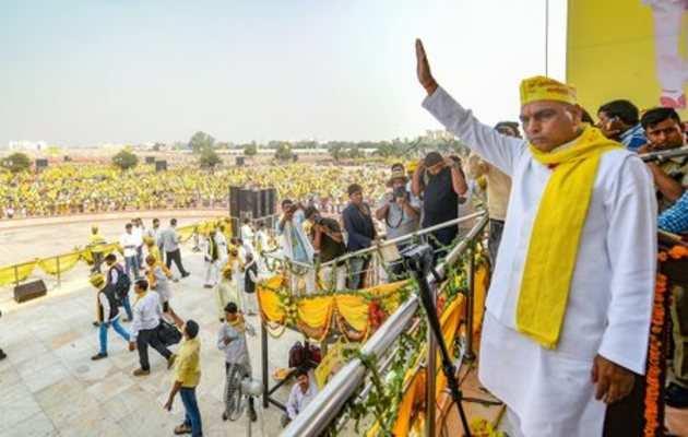 बीजेपी का कोई नेता मिल जाए, पार्टी का झंडा प्रचार में लगाए तो 10 जूते मारो: राजभर