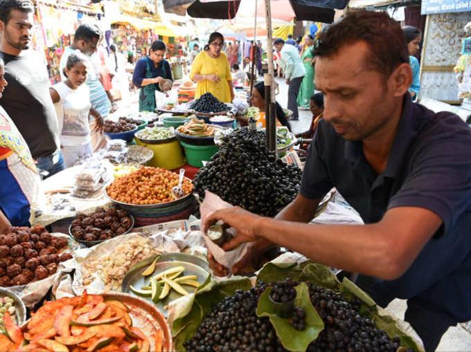 रानमेव्यांनी फुलली बाजारपेठ