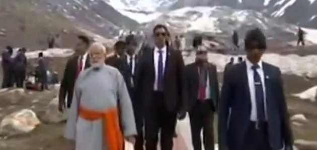 केदारनाथ धाम पहुंचे पीएम नरेंद्र मोदी, किया रुद्राभिषेक