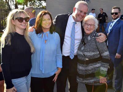 स्कॉट मॉरिसन मतदान के बाद परिवार के साथ