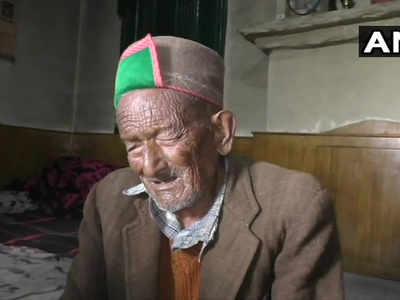 102 साल के हैं श्याम शरण नेगी
