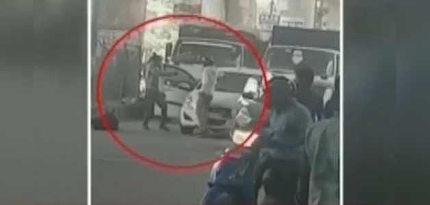 विडियो: दिल्ली में बीच सड़क पर शूटआउट, 2 बदमाश ढेर