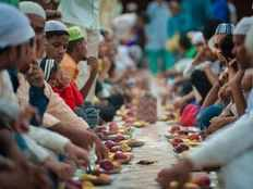 hindu seers will host an iftar party for muslims on monday in ayodhya temple