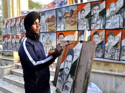 अमन ने 40 घंटे जागकर पुलवामा के सभी 40 शहीदों की पेंटिंग्स बनाई थीं