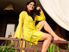 देखें, प्रेग्नेंसी के बाद Kavach 2 से वापसी कर रहीं ऐक्ट्रेस Deepika singh का Hot अवतार