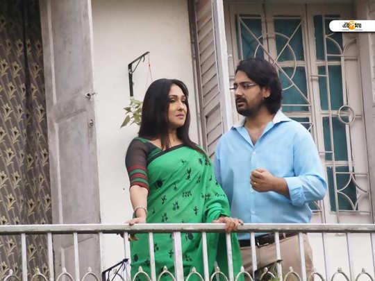 humanitarian story, atithi movie is directed by sujit paul and featured rituparna sengupta, saayoni ghosh, subhasish mukherjee and manoj mitra as lead characters