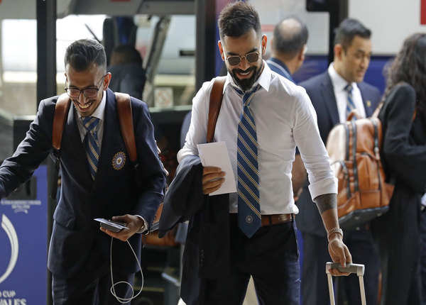 टीम इंडिया के कप्तान विराट कोहली के साथ चहल