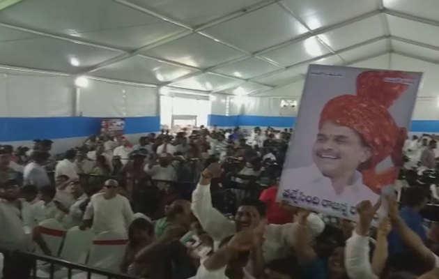 Andhra Pradesh election results 2019: YSRCP समर्थकों ने मनाया जश्न