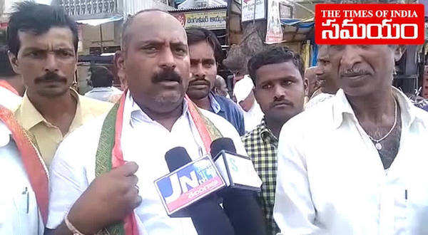 congress workers celebraions in jangaon after komatireddy venkat reddy victory