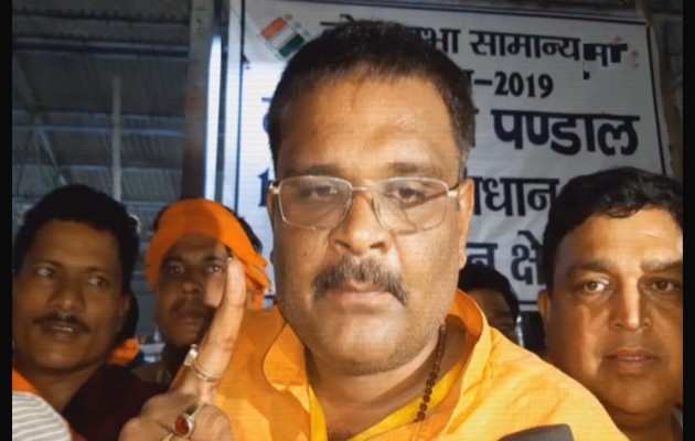 लोकसभा चुनाव 2019: सुब्रत पाठक ने डिंपल यादव को शिकस्त दी