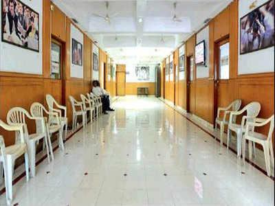 मुंबई कांग्रेस कार्यालय में पसरा सन्नाटा