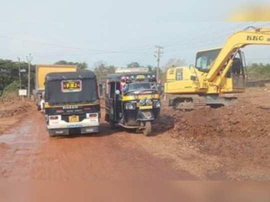 ಚೆರ್ಕಳ ಕಲ್ಲಡ್ಕ ರಾಜ್ಯ ಹೆದ್ದಾರಿ ನವೀಕರಣ: ಪೆರ್ಲದಲ್ಲಿ ಬಿರುಸಿನ ಕಾಮಗಾರಿ