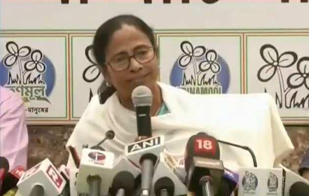 पश्चिम बंगाल: ममता बनर्जी ने सीएम पद से इस्तीफे की पेशकश की