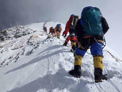 एवरेस्ट पर बढ़ते पर्वतारोहियों की संख्या भी चिंता का कारण