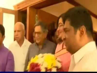 कर्नाटक: बीजेपी नेताओं से मिले कांग्रेस के 2 विधायक