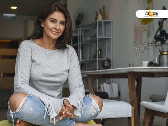 liza ray launched her book close to the bone and revealed that she feels more attractive now at the age of 47