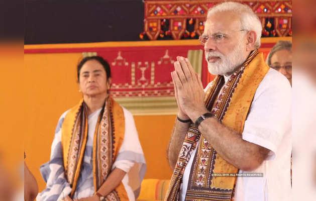ममता बनर्जी और पीएम नरेंद्र मोदी (फाइल फोटो)